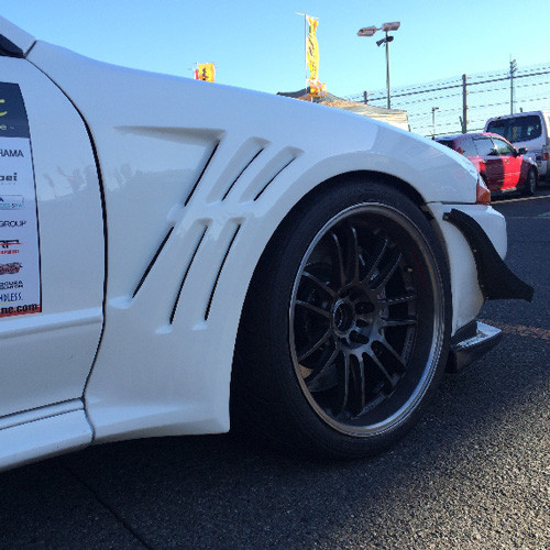 Shorin Front Wide Fenders for Nissan R32 Skyline